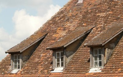 How to Know When it is Time to Repair or Replace Your Roof